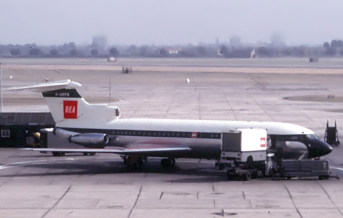 BEA_Hawker_Siddeley_Trident_at_London_Heathrow_Airport_1964