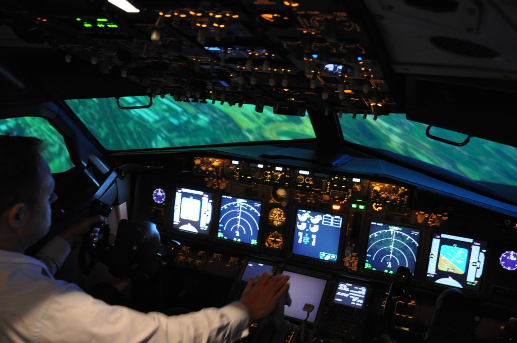 AirlinerCockpit2