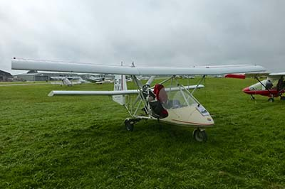 Microlight lesson in fixed-wing microlights © Les Chatfield 2012
