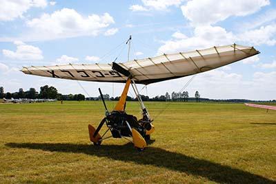 Microlight Flex-wing take-off © Martin Pettitt 2008