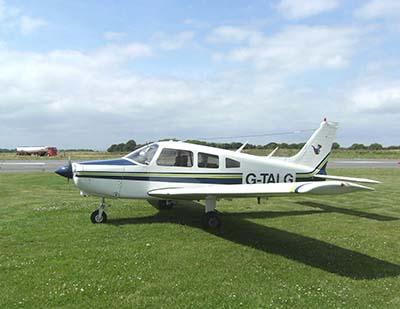 Plane piper warrior aeroplane pilots licence training © John Mclinden 2008