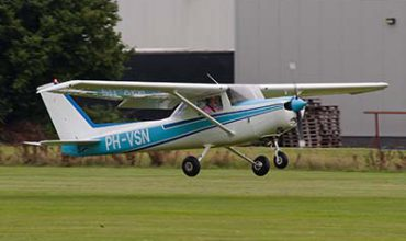 Coventry - Airplane Taster Lesson - £55 at Experience Days