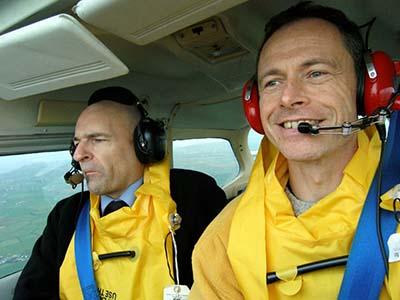 Plane cockpit selfie flying lesson © Martin Talbot 2006